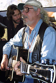 Arlo Guthrie jammin' on Amtrak